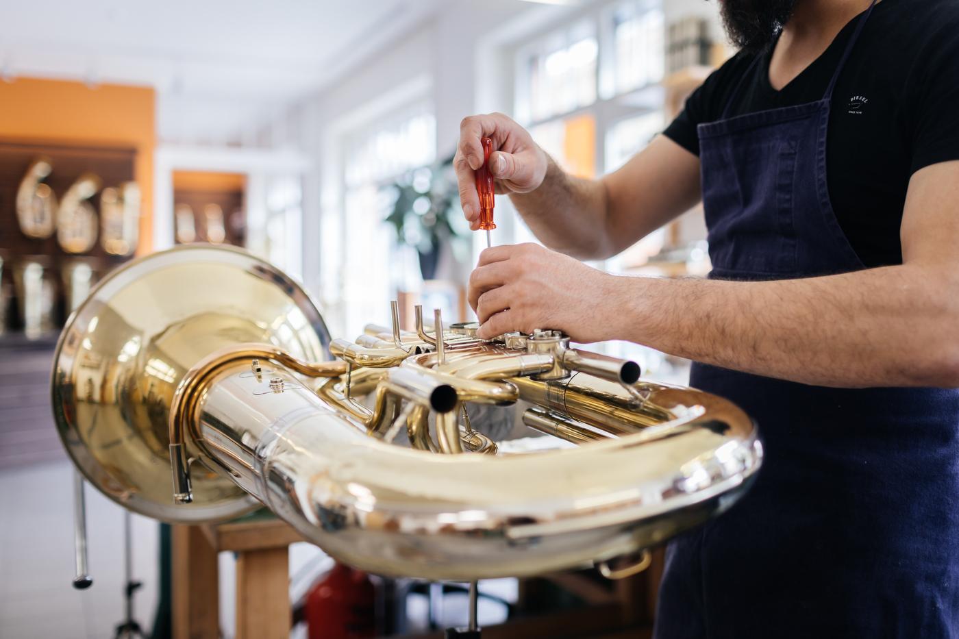 Tuba reparieren lassen